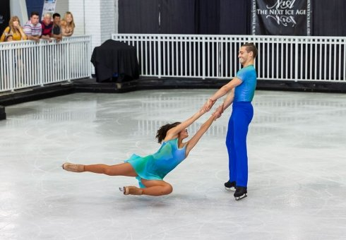 Couple-iceskating.jpg